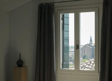 Realizzazione serramenti e infissi tuttovetro porte e finestre su progetto - Capottina parapioggia per porte e finestre ...